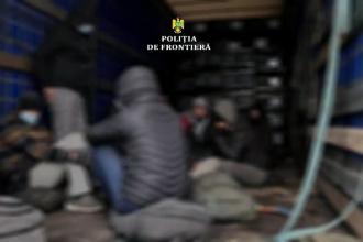 22 de refugiați au fost găsiți de polițiști români încercând să treacă ilegal graniţa cu Ungaria