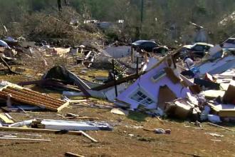 Dezastru produs de o tornadă violentă în Alabama: cel puțin un mort și 30 de răniți