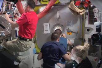 Doi astronauți de pe Stația Spațială Internațională au ieșit în spațiu. Imaginile, transmise LIVE