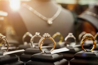 Jaf cu topoare la un magazin de bijuterii din Paris. Daunele sunt de aproape 500.000 de euro
