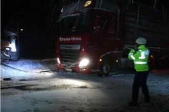 Viscolul a făcut prăpăd în Dobrogea. TIR-uri și zeci de mașini blocate în nămeți, până s-au închis drumurile
