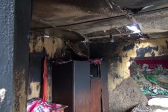 O familie din Neamț cu șase copii a rămas fără adăpost în plină iarnă după ce le-a luat foc casa