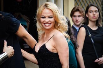 Pamela Anderson s-a căsătorit în secret cu bodyguardul ei şi va renunţa la reţelele de socializare
