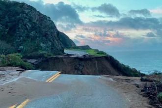 Fenomene extreme în California: alunecări de teren, inundații și nămeți de doi metri