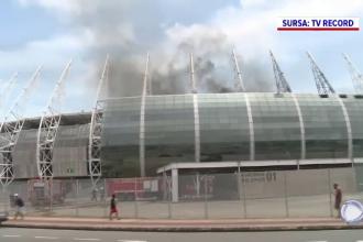 Un stadion din Brazilia, care a găzduit unele dintre meciurile Campionatului Mondial de Fotbal din 2014, cuprins de flăcări