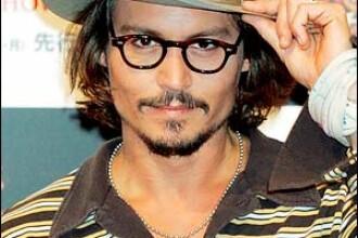 Johnny Depp se transformă într-un nebun