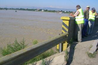 Bacău: Podul peste Siret, periclitat de inundaţii