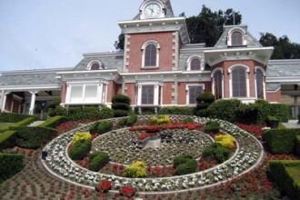 Intra in fosta casa a lui Michael Jackson! Imagini inedite de la Neverland