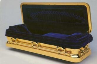 Michael Jackson va avea un cosciug de peste 25000 USD placat cu aur de 14k