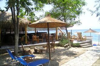 Curatenie pe litoral: se demoleaza terasele ilegale de pe plaje