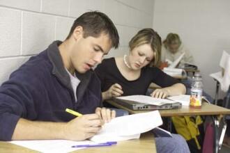 Absolventii facultatilor Spiru Haret neacreditate, un nou examen de licenta