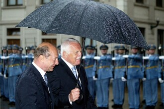 Basescu la Praga - glume la nivel inalt si discutii despre fotbal