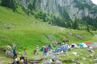 Turistii au fugit de canicula direct in strandurile de la munte