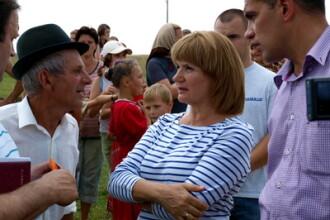 Femeile din familia Basescu ii ajuta pe sinistrati