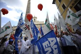 Revista presei: Sezonul protestelor toamna-iarna. Bugetarii ies in strada