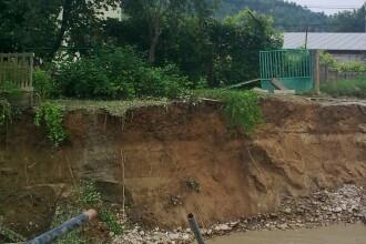 Drumuri blocate si case inundate pe Valea Prahovei dupa o ploaie torentiala