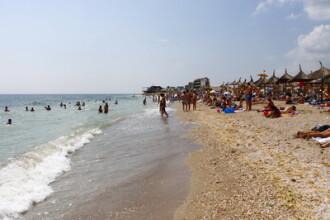 Desi soarele e cam zgarcit, 50.000 de turisti s-au dus la mare in weekend