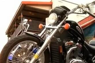 Un subofiter de la politia rutiera Bucuresti, ranit grav dupa ce o masina i-a lovit motocicleta