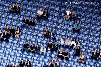 Stadion prabusit in Olanda. Mai multe persoane prinse sub daramaturi