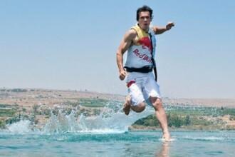 Miracol realizat dupa 2000 de ani. A mers pe ape in Marea Galileii precum Iisus. FOTO