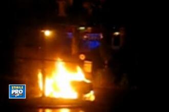 VIDEO. Un Mercedes C Class, cuprins de flacari intr-un cartier din Baia Mare