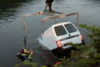 Explicatia incredibila a unei soferite care a ajuns cu masina intr-un lac