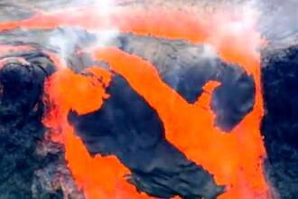IMAGINILE ZILEI. Un om de stiinta intra intr-un vulcan, unde risca sa fie topit de lava