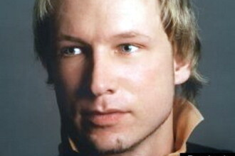 FOTO. Gestul sfidator al celui mai temut asasin norvegian. Ce a facut Breivik in instanta
