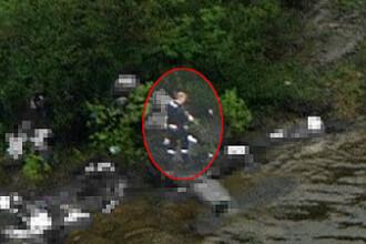 FOTO. Plimbare printre cadavre.Ucigasul din Norvegia, inconjurat de trupurile celor pe care i-a ucis