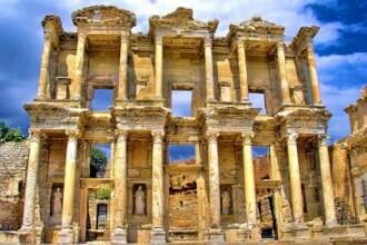 Biblioteca lui Celsus sau Turnul lui Hercule. 7 destinatii de vacanta mai putin cunoscute