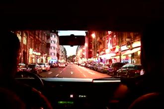 Muzica si atmosfera romaneasca in bordelurile din Frankfurt. Cat castiga pe zi cele 1000 de romance
