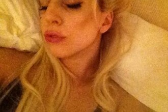Un mesaj postat de Lady Gaga pe net s-a transformat in isterie. Ce detaliu au gasit fanii in imagine