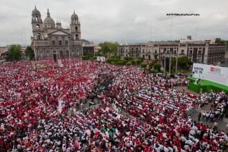 Scandal provocat in public de un primar din Mexic. Ce i-a facut unei fete care a venit langa el pe scena