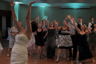 Tanara atat de hotarata ca urmatoarea nunta sa fie a ei, incat acum tot internetul rade de ea. VIDEO