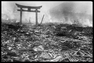 Doua catastrofe, la 66 de ani distanta, doua fotografii si un miracol despre care vorbeste tot netul
