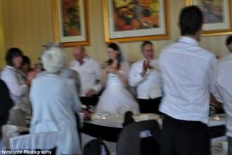 Aceasta este cea mai reusita fotografie din albumul lor de nunta. Cum arata celelalte imagini