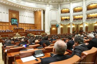 Parlamentul Romaniei, chemat din vacanta sa aplice decizia Curtii Constitutionale, asa cum cere UE