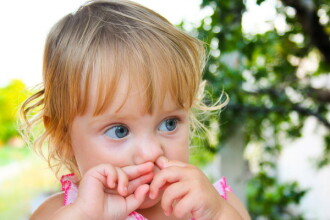 Mergeti la un examen ORL cu adolescentii care prezinta dificultati de respiratie. Cum se manifesta obstructia nasului