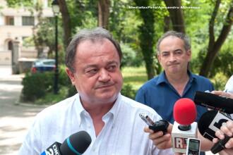 Majoritatea membrilor Colegiului Director PDL poarta alb, unii parlamentari au camasi cu alte culori