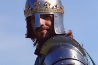 VIDEO. Cavalerul modern care vrea sa colinde lumea si sa-i invete pe oameni cum sa traiasca