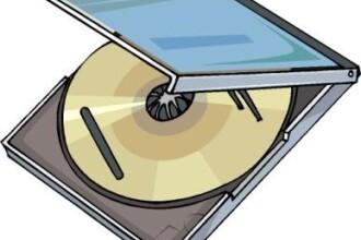 Dosar pentru piraterie. 4 persoane au fost depistate in timp ce comercializau CD-uri fara fonograma