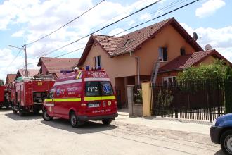 O lumanare uitata aprinsa a provocat un incendiu la mansarda unei vile din localitatea Giroc