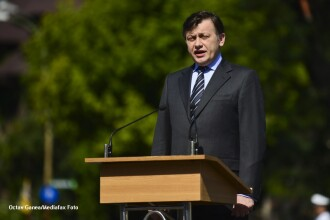 Antonescu: Eu nu mai am ce cauta in politica daca nu vom fi 9 milioane de romani curati, in picioare