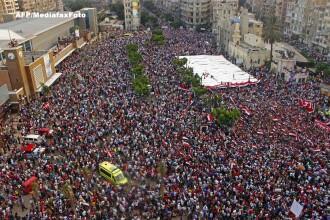Milioane de egipteni cer demisia lui Mohamed Morsi. Presedintele are ultimatum pana marti