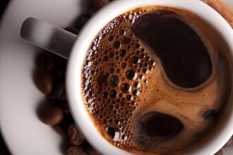 Bautura energizanta perfecta pentru dimineata nu este cafeaua. Ce sa bei la prima ora