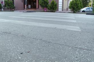Lovit de autobuz, pe zebra. Un barbat din Sibiu a fost la un pas de moarte