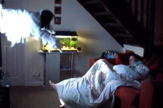 Farsa de groaza pe care i-a facut-o un glumet iubitei: fantoma care iese din televizor. VIDEO