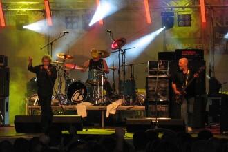 Solistul trupei Nazareth a lesinat pe scena, in Canada, in timpul unui concert. VIDEO