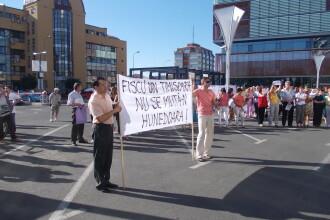 Protest fata de mutarea sediului Finantelor Publice Timis, la Deva. S-a inchis programul cu publicul