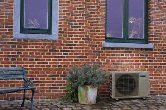 Ultimatum pentru indepartarea aparatelor de aer conditionat de pe cladirile istorice: 5 zile